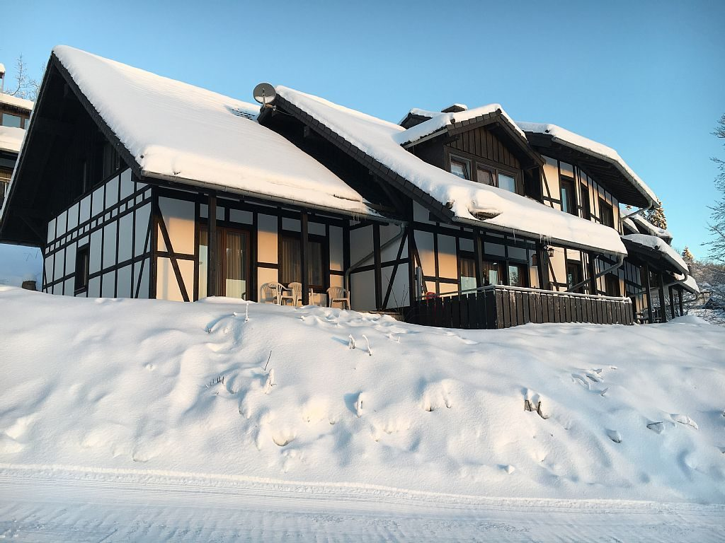 Außenansicht vom Landhaus im Winter