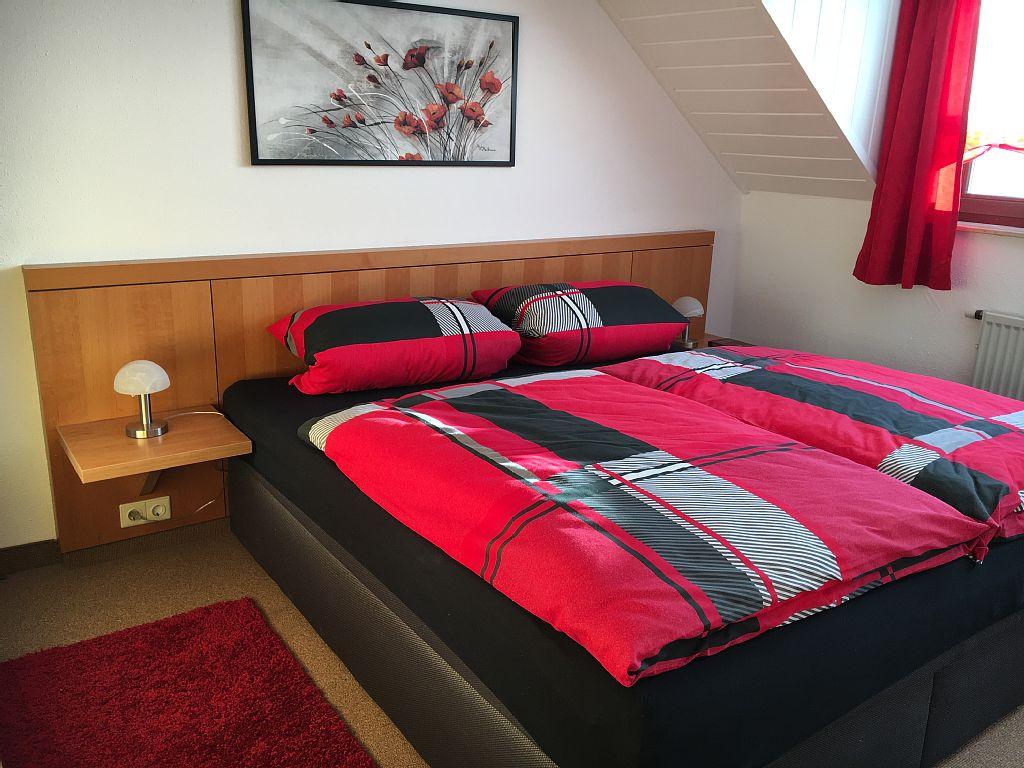 Schlafzimmer 2 mit Boxspringbett 180x200cm