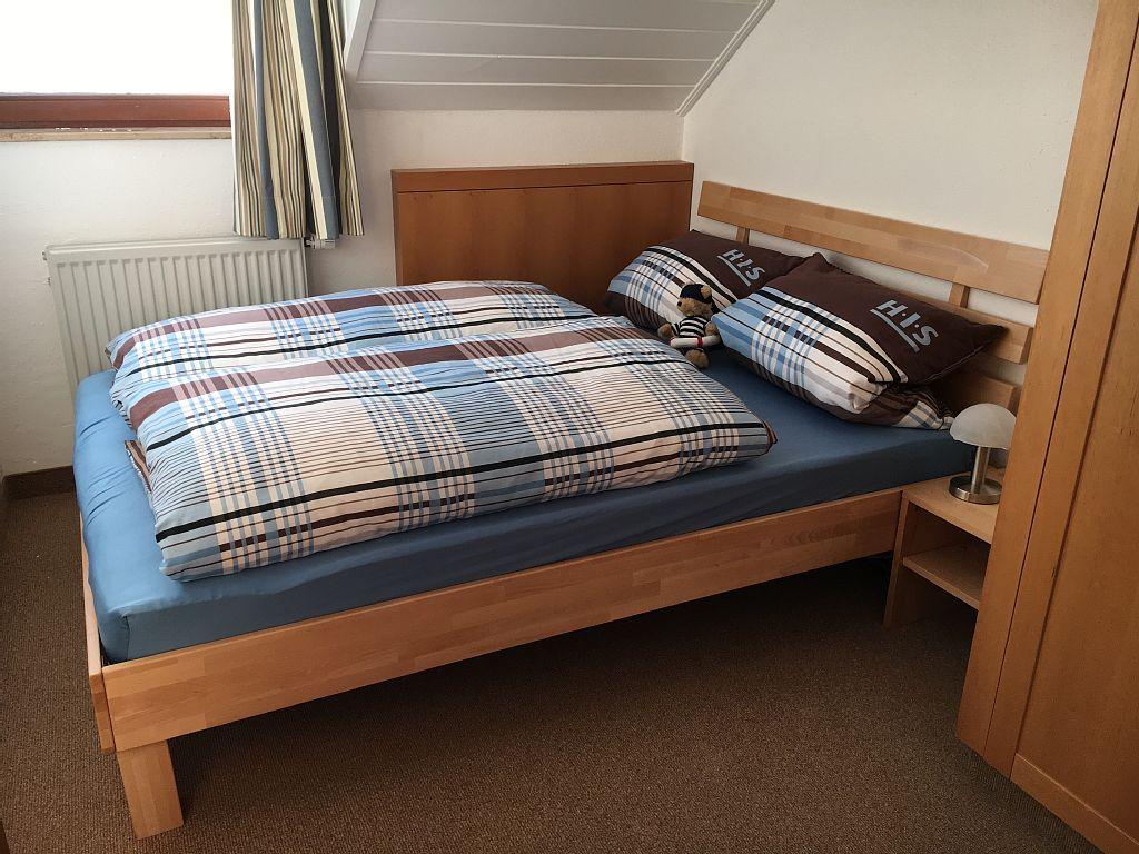 Schlafzimmer 3 mit franz. Bett 140x200cm