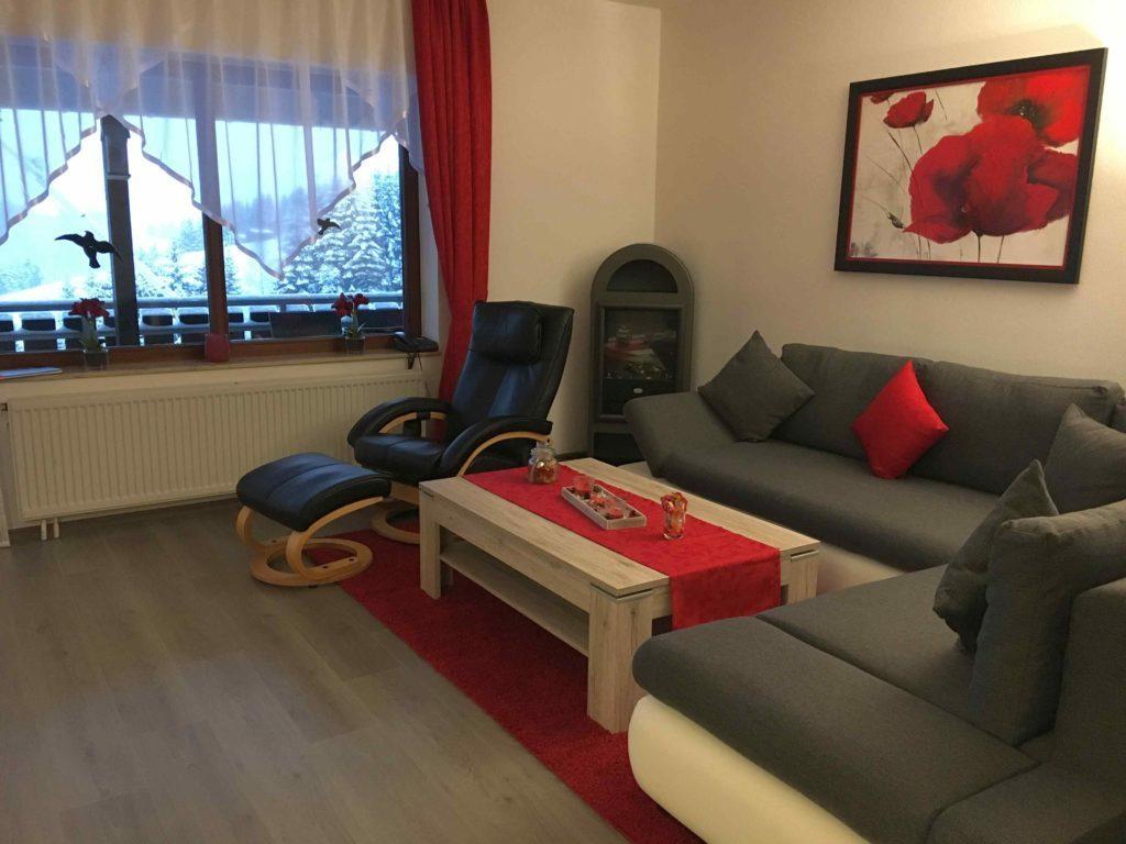 Sitzecke mit Kamin im Wohnzimmer im EG